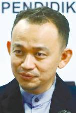 "Maszlee needs to think outside the separate subject boxes as proposed by educationist Ken Robinson: ""School systems should base their curriculum not on the idea of separate subjects, but on the much more fertile idea of disciplines ... which makes possible a fluid and dynamic curriculum that is interdisciplinary""."