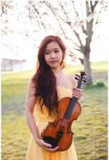 Leong Siong Quen playing her violin/- PIXELLOT PHOTOGRAPHY