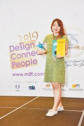 Noviaputri with her trophy and certificate at the MIFF FDC 2019.