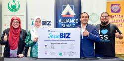 From left: YKN CEO Datin Paduka Che Asmah Ibrahim, Ketua Wanita Perkim and Yanas founder Tunku Puan Sri Noor Hayati, Alliance Islamic Bank head of Islamic operations Gafino Arshad and Umar at the launch of SocioBiz.