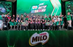 Members of the Milo team together with Malaysian sports legends and children enrolled in the grassroots sports programme during the launch. SUNPIX by ASHRAF SHAMSUL