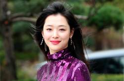 Sulli, who started her career as a child actress at age 11, made her debut in 2009 for f(x), which quickly became one of K-pop's top girl groups. © YONHAP / AFP