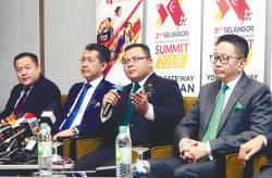 From left:) Sitec chief executive Yong Kai Ping, Invest Selangor CEO Datuk Hasan Azhari Idris, Amirudin and Selangor State Exco for Investment, Industry and Trade, and Small and Medium Industries Datuk Teng Chang Khim at the press conference. –MASRY CHE ANI/THE SUN