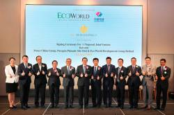 Liew (fifth from left), Finance Minister Lim Guan Eng (sixth from left), PowerChina Real Estate Group Limited chairman Xia Jin (sixth from right) and other VIPs at the signing ceremony.