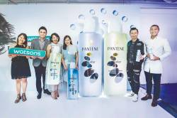 (from left) Jennis, Thoren, Anggia, Teoh, Hoh and Tiu at the launch of the Pantene MIcellar shampoo series.