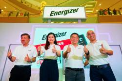 Lee (second from left) with senior management personnel from Energizer Holdings Inc.
