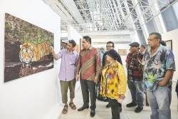 Maybank Foundation CEO Shahril Azuar Jimin together with some of the exhibition's artists.