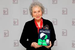Canadian author Margaret Atwood poses with her book 'The Testaments' during the photo call for the authors shortlisted for the 2019 Booker Prize for Fiction at Southbank Centre in London on October 13, 2019. / AFP / Tolga AKMEN