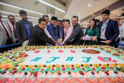 A giant cake was cut to launch the food carnival on July 19, 2019. SUNPIX by AMIRUL SYAFIQ MOHD DIN