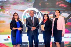 (from left) Global Initiatives chief operating officer Shefali Chaddar, Entrepreneur Development Minister Datuk Seri Mohd Redzuan Md Yusof, Renuka and Heineken Malaysia supply chain director Salima Bekoeva at the Sustainable Business Awards 2019.