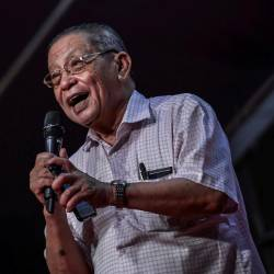 Great urgency to address poverty among Malaysians: Kit Siang