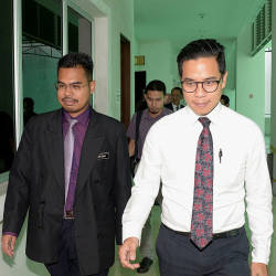 Kuala Lumpur Hospital forensic medical specialist Dr Ahmad Hafizam Hasmi (L) with deputy public prosecutor Zafran Rahim Hamazah (R), as they participate in the inquest proceedings to determine the cause of death of firefighter Muhammad Adib Mohd Kassim in the Shah Alam Coroner Court on March 22, 2019. — Bernama