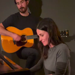Courteney Cox plays Friends' iconic theme song on piano to fans delight