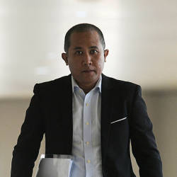 Ambank senior manager (cheque processing centre) Badrul Hisam Mohamad, fifth witness in the trial of former prime minister Datuk Seri Najib Abdul Razak arrives at the Kuala Lumpur High Court on April 18, 2019. — Bernama
