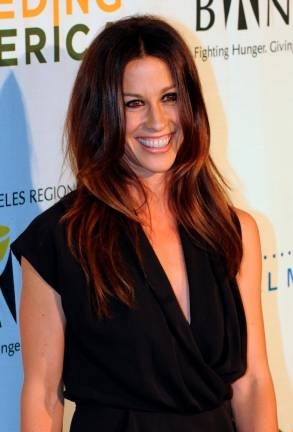Alanis Morissette drops new song, announces tour