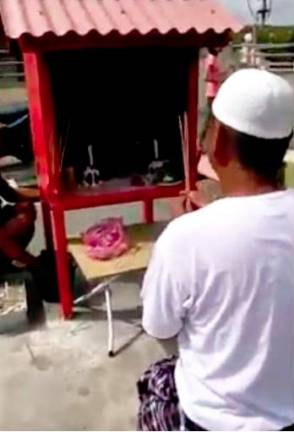 Worshipper at temple dressed as Muslim apologises