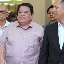 Filepix taken on July 3 shows Datuk Seri Tengku Adnan Tengku Mansor (center) at the High Court in Kuala Lumpur. — BBXpress