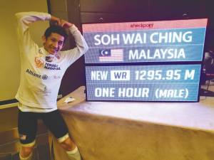 Soh next to his Guinness World Record achievement. – Courtesy of Soh Wai Ching
