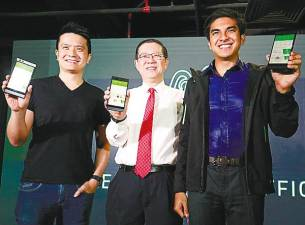 From left: Tan, Lim and Syed Saddiq showing the Razer app after the launch of Razer's Malaysian headquarters in Bangsar South yesterday. – Masry Che Ani/theSUN