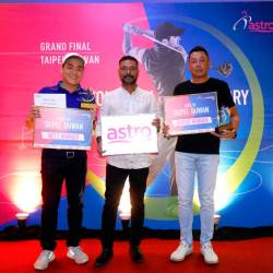 Off to Taiwan... Gross champion Alan Chong Chek Fei (right) and Nett Champion, Jimmy Goh Boon Hee (left) with Astro Masters 2019 Organizing Chairman, Mr. P. Jeganathan. PHOTO: TFCM