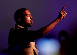 Kanye West gives up White House bid