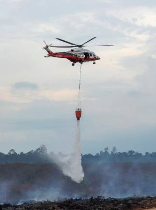 A Selangor Fire and Rescue Department helicopter putting out a blaze in a forest reserve in Kuala Langat, Selangor. Sunpix by ASYRAF RASID.