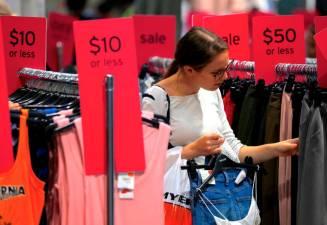 Australian economic growth picks up but outlook cloudy 1