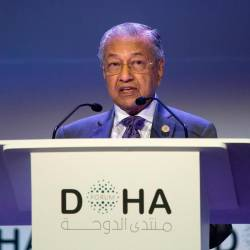 Prime Minister Tun Dr Mahathir Mohamad delivers his keynote address after receiving the Doha Forum Award by the Emir of Qatar, in Doha today. - Bernama