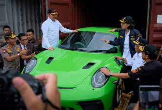 Tax trouble: Indonesia's luxury car 'owners' cry foul 1