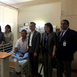 Lembah Pantai MP Fahmi Fadzil (3rd from R) poses with Yap Chi Hoe (C) and members of the Pantai Hospital during a visit to the hospital on Oct 16, 2019. - Bernama