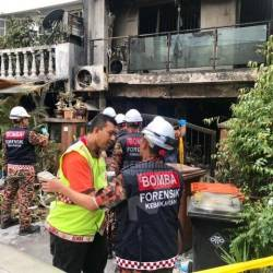 Officers from the Fire Department's Forensic team at the scene of the house fire that claimed three lives earlier this morning at Kampung Lindungan, Petaling Jaya. – Bernama