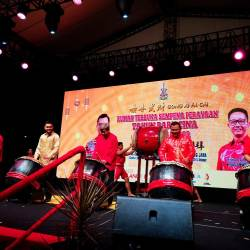 From left: Teng, Tengku Amir, Sultan Sharafuddin and Amirudin beating the drums to signal the start of the festivities.