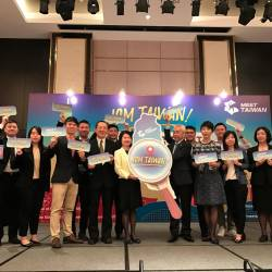 Tseng (fifth from left) at the Meet Taiwan networking event.