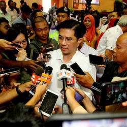 Datuk Seri Mohamed Azmin Ali after a meet-and-greet session with Felcra Seberang Perak residents today. — Bernama