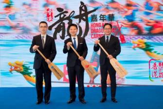 Officiating at the ceremony are (from left) Mr Zhang Jun, Vice Chairman and Chief Executive Officerof CCB (Asia), Dr YK Pang, Chairman of the HKTB,and Dr Raymond Ma, President of the HKCDBA