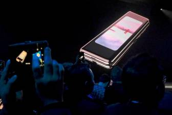 Samsung Elec to launch Galaxy Fold in Sept after screen problems