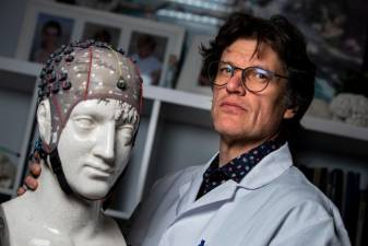 Belgian neurologist Steven Laureys, winnner of The Generet Prize, poses at The University Hospital Centre in Liege, Belgium, on January 14, 2020. © KENZO TRIBOUILLARD / AFP