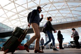 Thanksgiving travelers keep US airports busy