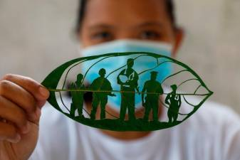 Filipina turns to leaf art after layoff