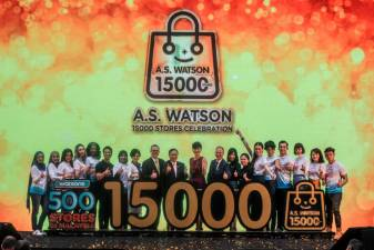 Watsons Malaysia MD Caryn Loh (L8), AS Watson regional managing director, Asia, Rod Routley (L9), AS Watson group MD Dominic Lai (L10), AS Watson group COO Malina Ngai (L11), AS Watson group finance director Alan Heaton (L12) and AS Watson group people director, Asia, Ann Lau (L13) with local celebrities and models at the launch of their 15,000th Store. — Sunpix by Amirul Syafiq Mohd Din