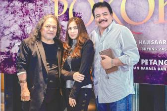 (From L) Ebby, Haliza, and Rahim star in Pokok. — Sunpix by Adib Rawi Yahya