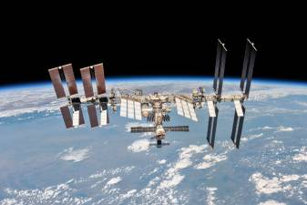 SpaceX announces partnership to send tourists to ISS 1