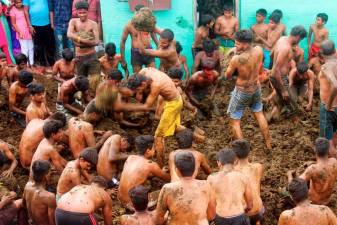 Indian dung festival celebrates end of Deepavali