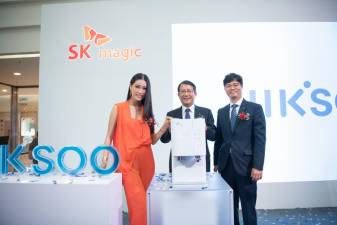 From left: Special guest Amber Chia, SK magic Korea CEO Kwon Joo Ryoo and Namsu, at the official launch of the JIK.SOO RICH water purifier in Malaysia.