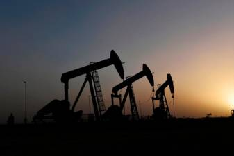 Oil comes off lows as hopes of OPEC cut, stimulus counter virus gloom 1