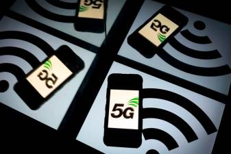 (FILES) In this file photo taken on February 16, 2019 this illustration picture shows the 5 G wireless technology logo displayed on a smartphone and a wireless signal sign displayed by a tablet in Paris. Apple is expected on October 13, 2020, to unveil a keenly anticipated iPhone 12 line-up starring models tuned to super-fast new 5G telecom networks in an update considered vital to the company's fortunes. / AFP / Lionel BONAVENTURE