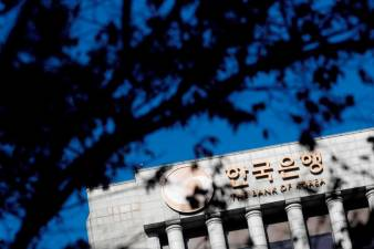S.Korea c.bank makes emergency rate cut to record low 1
