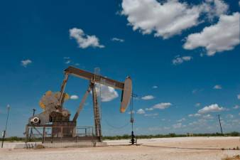 Moody's Analytics sees lower oil prices for rest of 2020 1