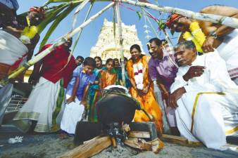 Ponggal celebrated at the Kuil Viswanathar Visalachi, Jalan Bayan Baru in Penang in 2020. – Bernama