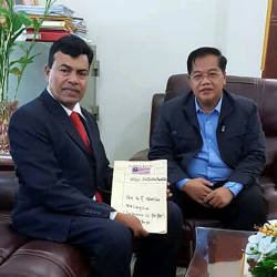 Cambodian Prime Minister's Department, Oknha Datuk Dr Othsman Hassan (R) with NGO Antarabangsa chairman, Datuk Dr Mustapha Ahmad Marican, in this photo taken on Feb 11, 2019. — Bernama